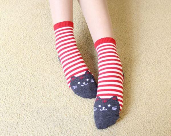 De rode Gestreepte Sokken met Kattenprint