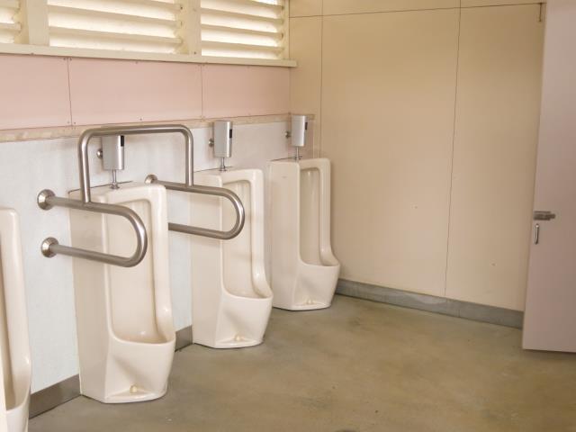 尼崎市立青少年いこいの家(男性用トイレ)