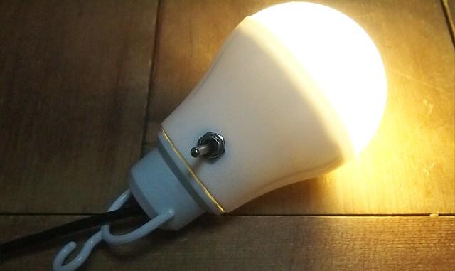 100均のUSB接続電球型LEDライト(スイッチ付の点灯例)
