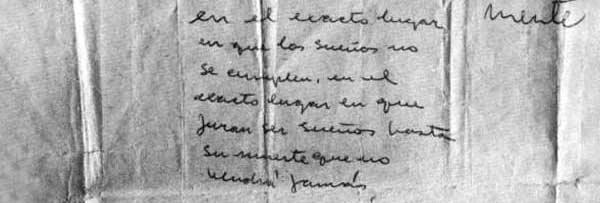 Fotografía en blanco y negro de un texto manuscrito