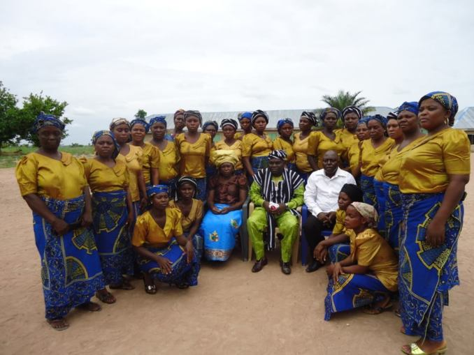 Rev. David Olatona, Pastor Apendah, his wife, and the women of The Full Gospel of Faith Christian Evangelical Ministry in Mu village, 14KM from Makurdi, Benue State, Nigeria on Sunday 28th April, 2013