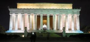 The Lincoln Memorial features a plaque that honors Martin Luther King, Jr.