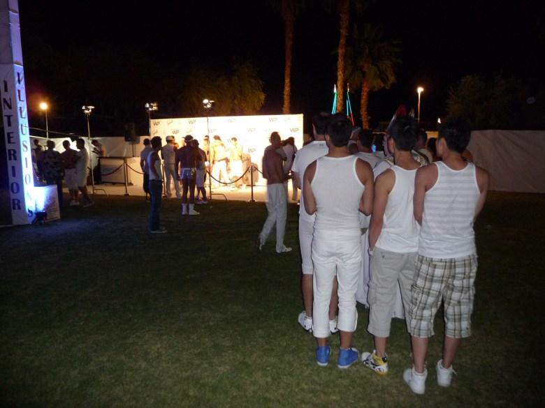images/White Party 2013/in-line-for-the-white-carpet_8606079529_o
