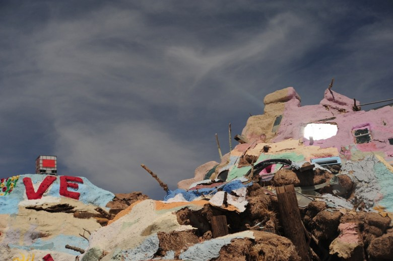 images/Salvation Mountain/ominous-clouds_8751247628_o