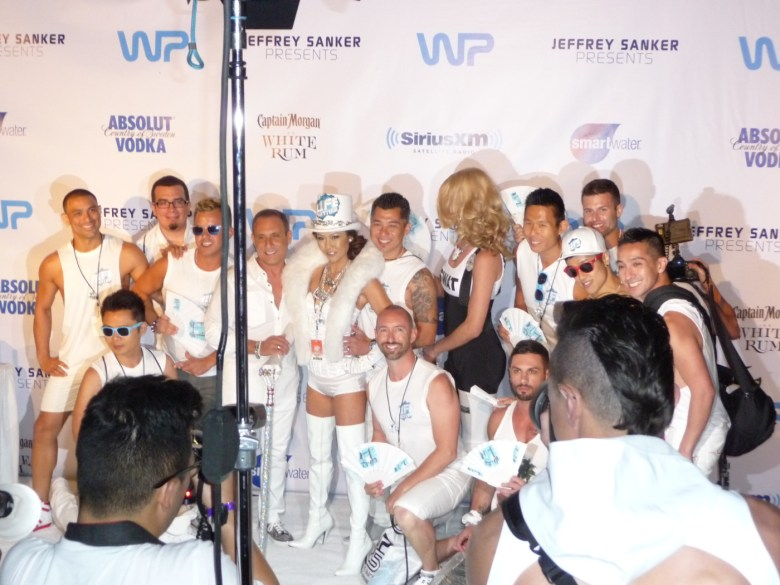 images/White Party 2014/a-group-on-the-carpet_14034059252_o