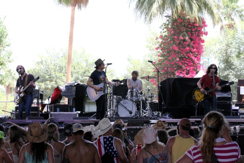 images/Stagecoach 2014 Day 1/wild-feathers-and-crowd_14021729775_o