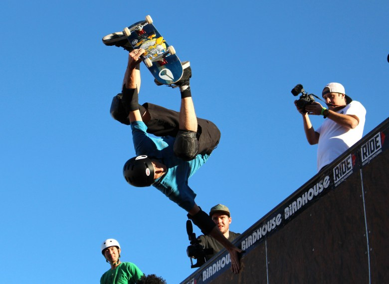 images/The 2015 El Gato Classic/tony-hawk-wows-the-crowd_16350933676_o