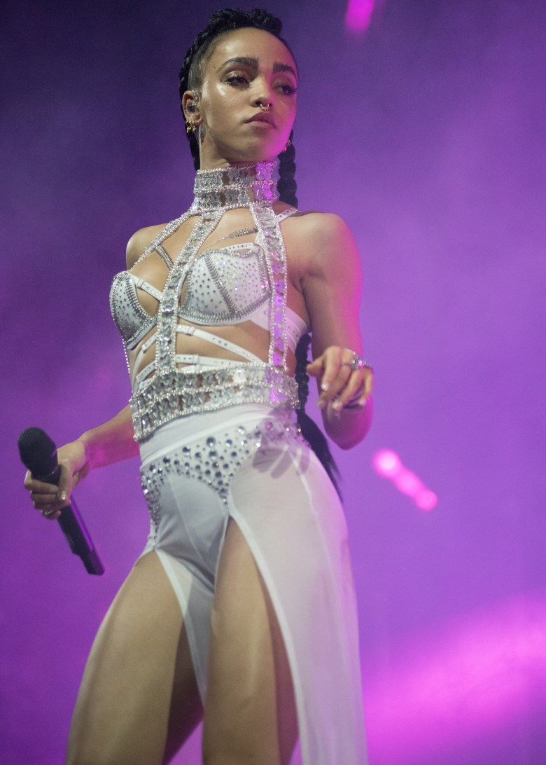 images/Coachella 2015 Weekend 2 Day 2/fka-twigs_16580935854_o