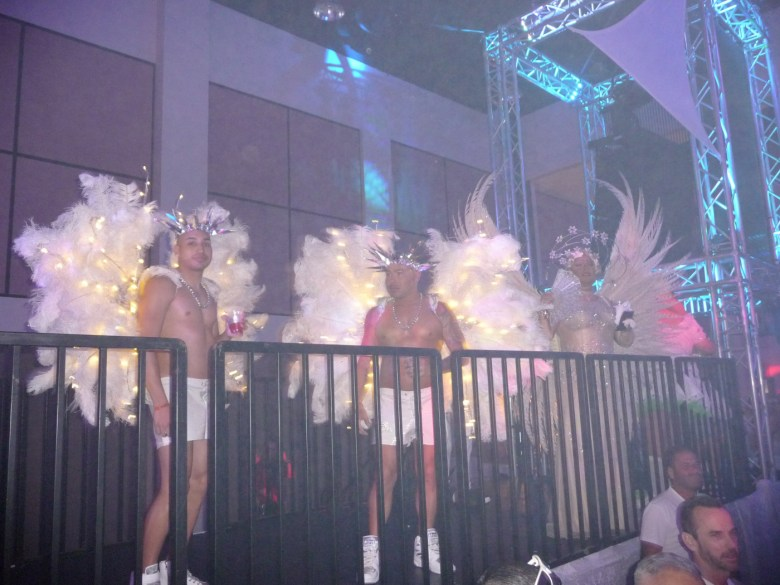 images/White Party 2015/wings-are-the-thing_17277299362_o