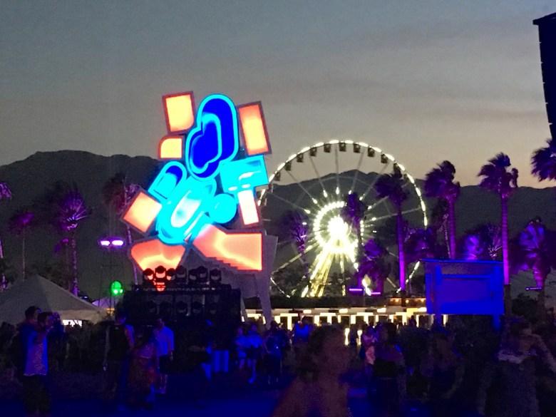 images/Coachella 2016 Friday/Coachella2016Art1
