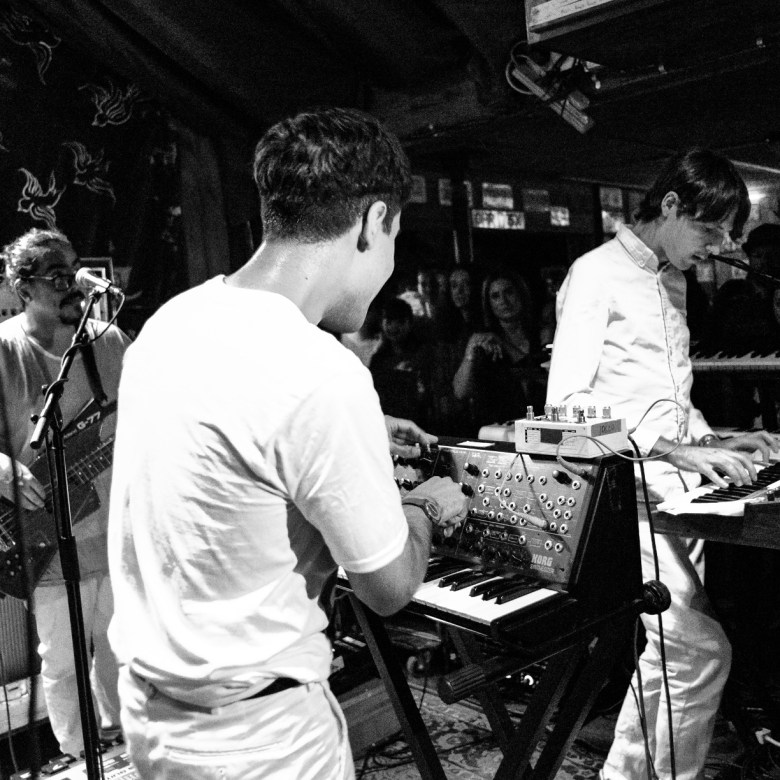 images/Neon Indian at Pappy and Harriets/DSC_5086