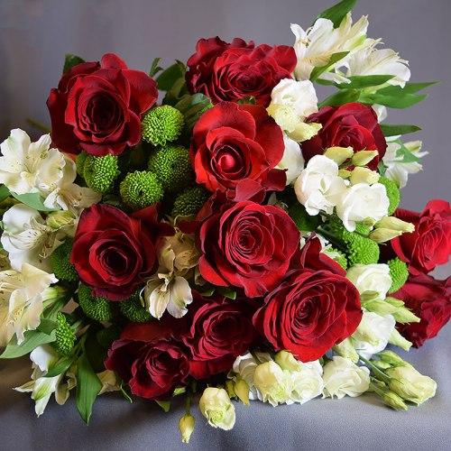 dostava-buket-crvene-ruže-alstromerije-lizijantus