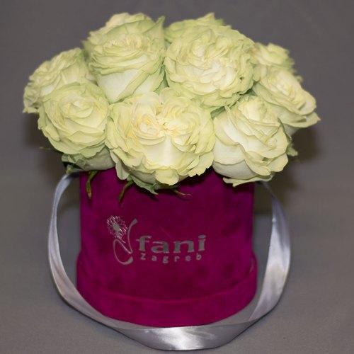 bijele-ruže-u-flowerbox-kutiji