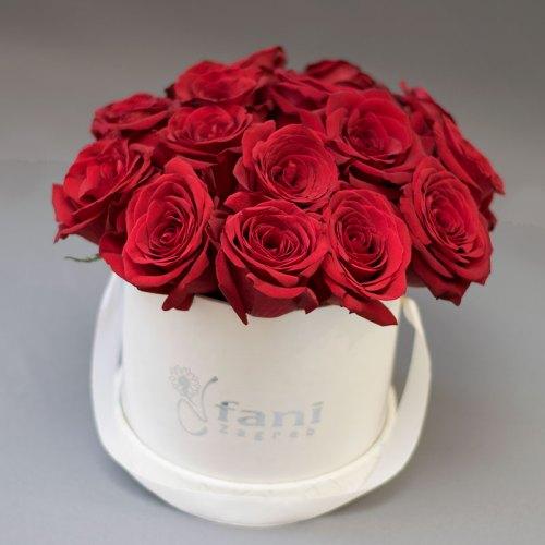 crvene-ruže-u-bijeloj-kutiji-flower box