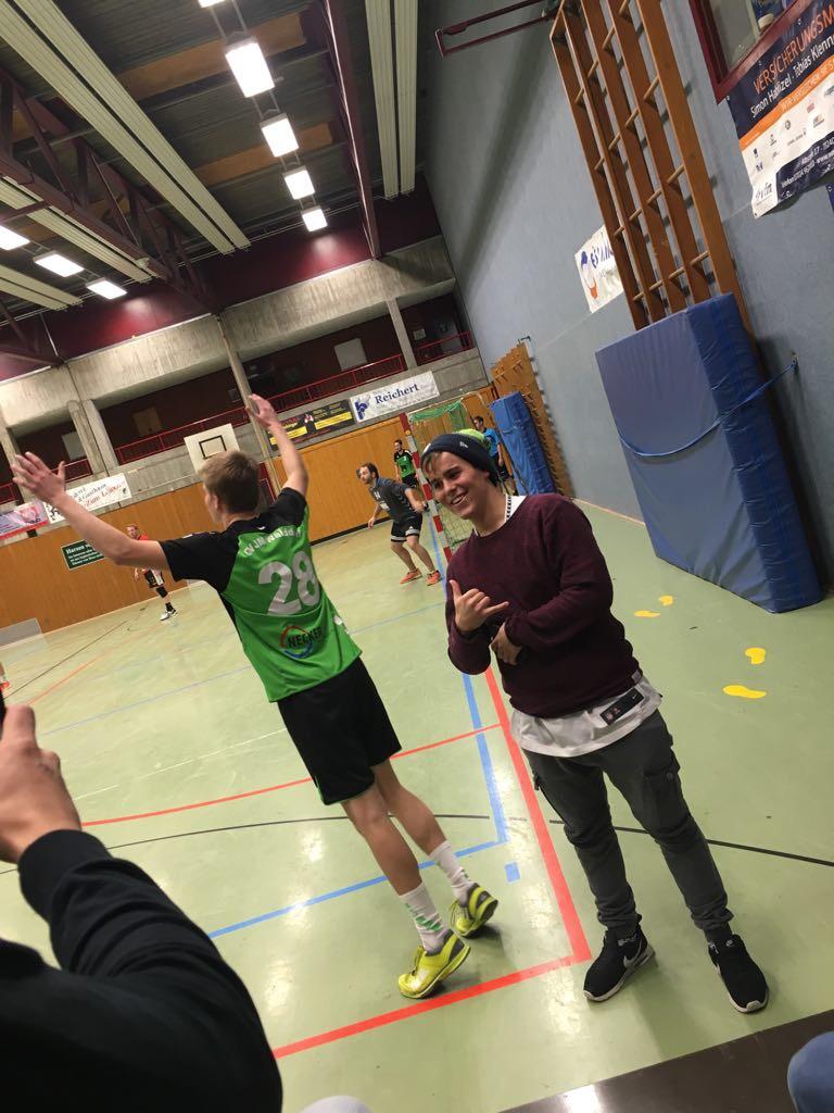 Walddorfer Außenspieler mit Fan