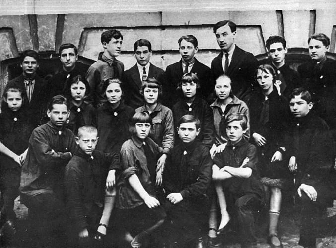 Участники живой газеты Барабан при пионерском клубе Центрального района, 1927 г.