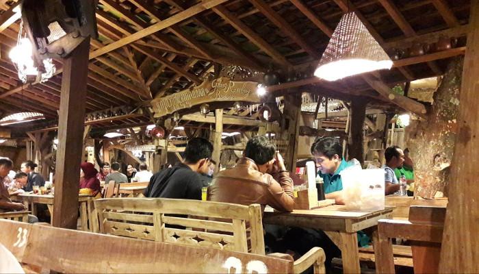 Bakmi Jowo Mbah Gito, Kelezatan Kuliner di Bekas Kandang Sapi