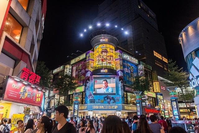 為何西門町消費觀光人潮歷久不衰?──你不知道的「徒步區經濟學」   邱秉瑜 / 我們值得更好的城市 ...