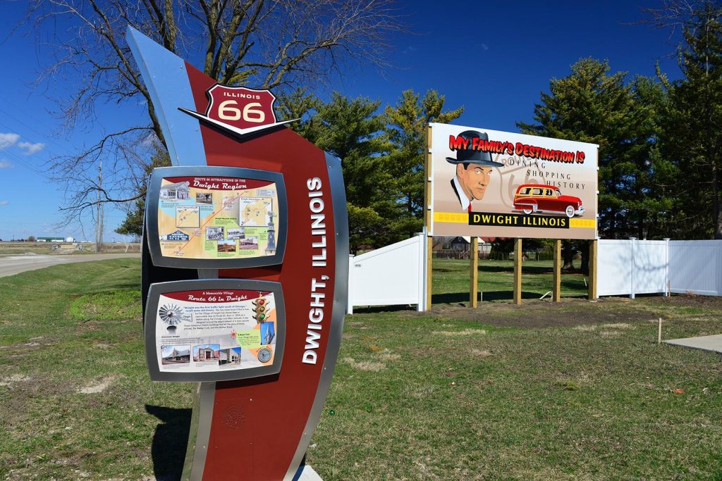 Photo Tripping America - Route 66 Northern Illinois - Camping World