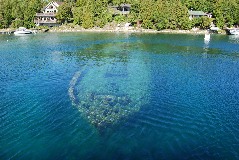 Amazing Sunken Ship Bruce Peninsula, Tobermory, Lake Huron, Fathom Five National Marine Park, Ontario.