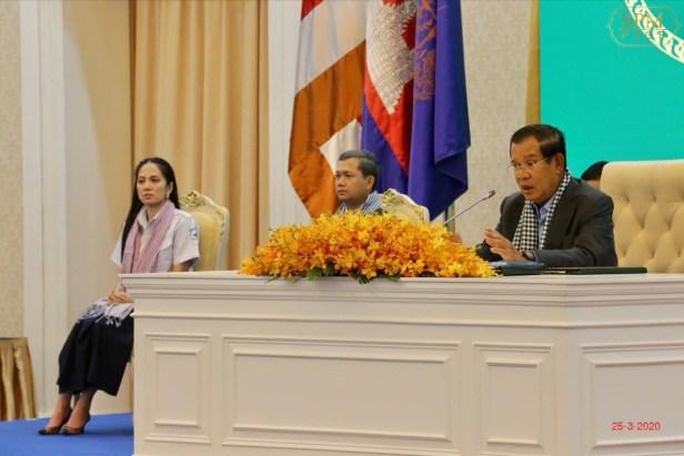From right: Hun Sen, Hun Manet & Hun Manet's wife