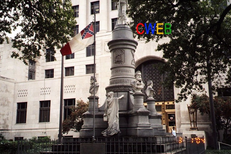 Shreveport_courthouse_with_Confederate_flag_-_panoramio (1).jpg