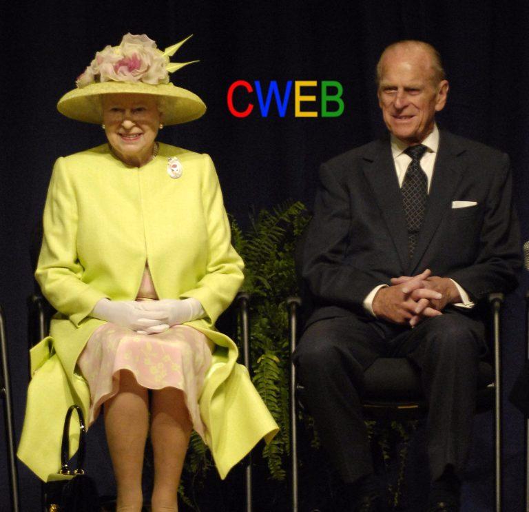 Queen_Elizabeth_II_and_Prince_Philip_visiting_NASA,_May_8,_2007.jpg