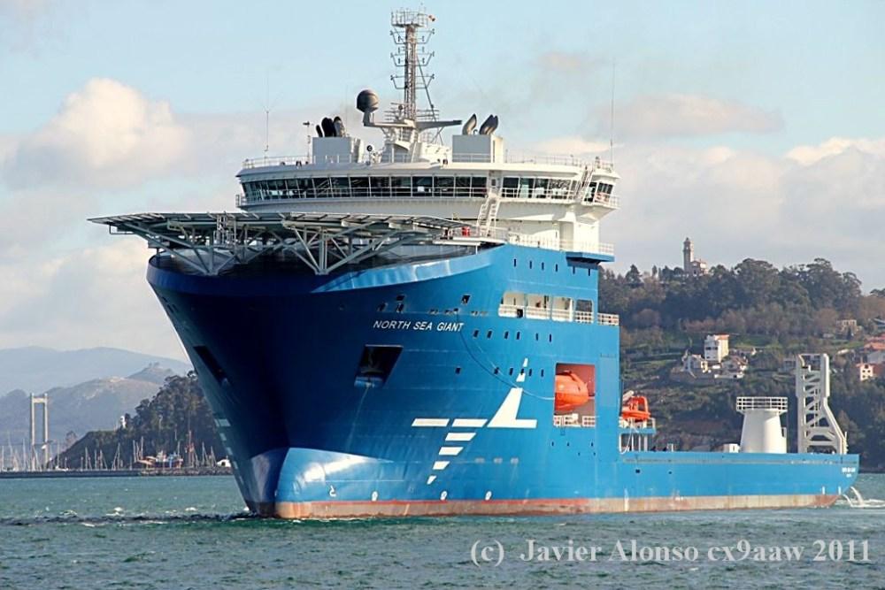"""El buque """"North Sea Giant"""" esta en sus pruebas oficiales por la Ria de Vigo (4/6)"""