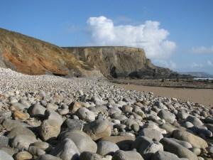 Gros cailloux sur une plage de Bretagne