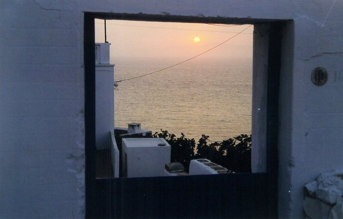 Coucher de soleil sur les Cyclades vu du village de Potamos