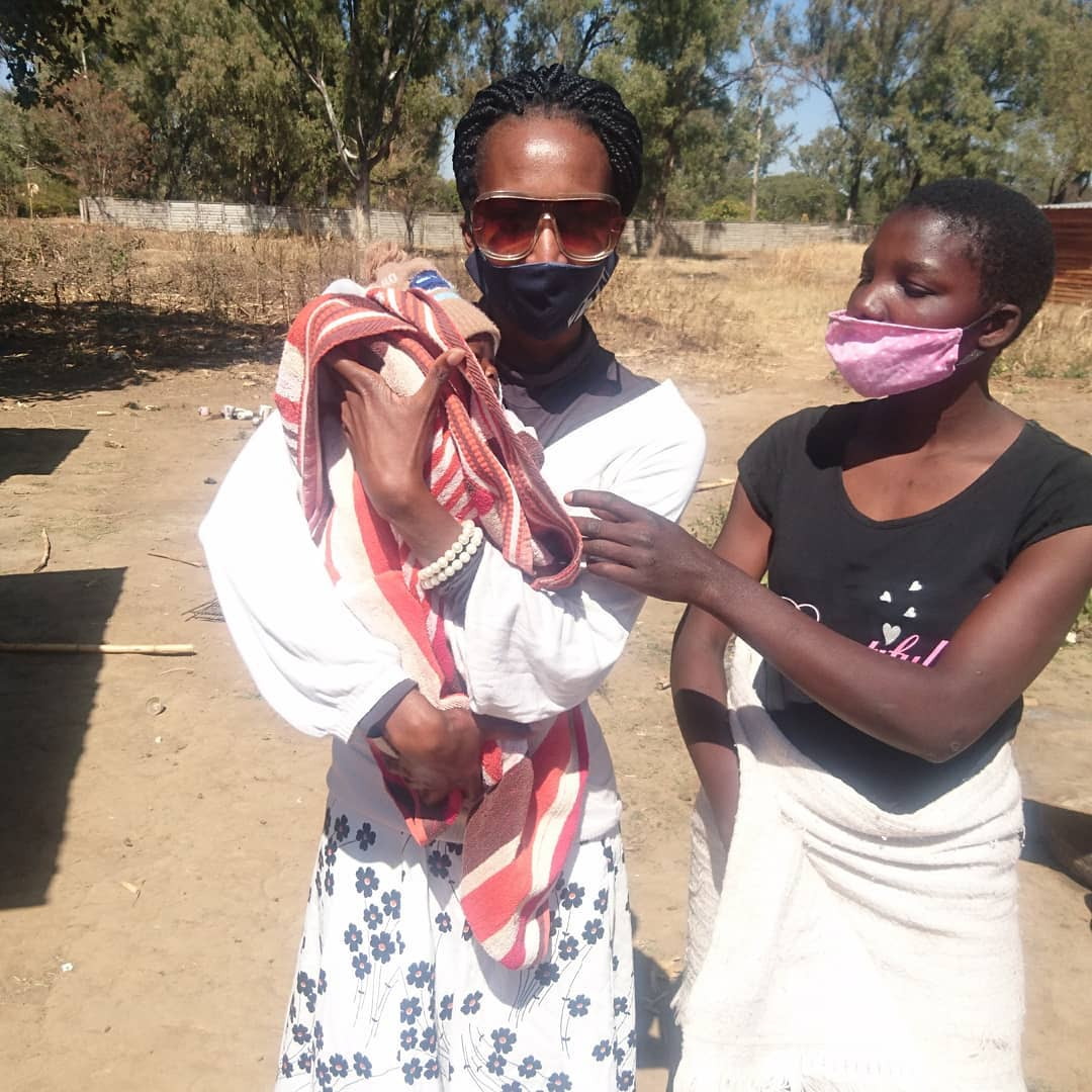 Tinopona Katsande Rescues Young Mother