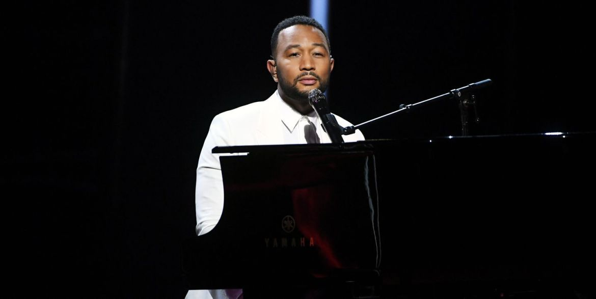 John Legend Dedicates Performance To Chrissy Teigen After Tragic Pregnancy Loss-iHarare