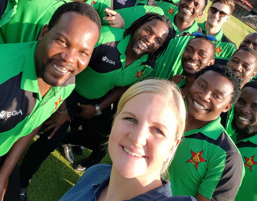 Kirsty Coventry With Cricket Team