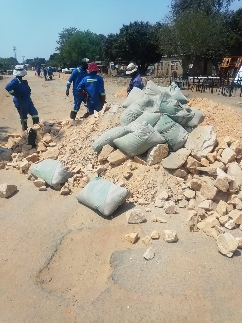 Chitungwiza Comes Under Fire After 'Patching' Tarred Roads Using Gravel