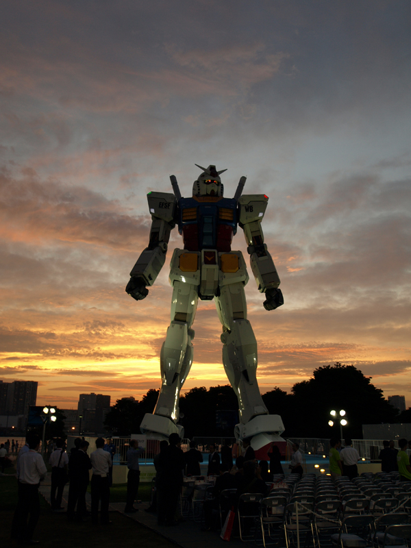 gundam09023 A Giant Robot in the Streets of Tokyo!