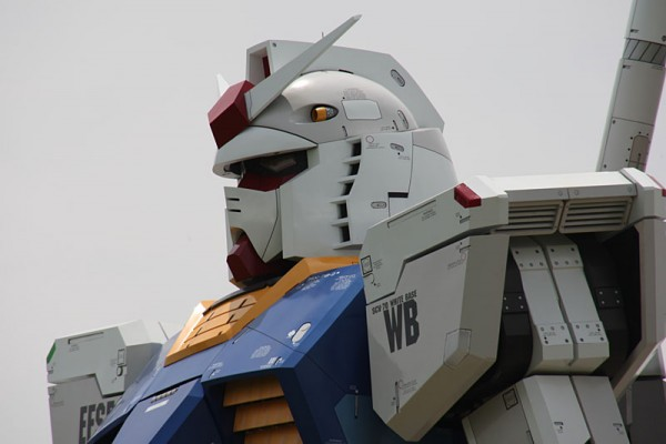 gundam41441 600x400 A Giant Robot in the Streets of Tokyo!