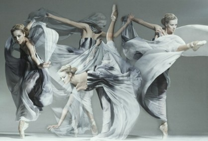 jan masny photgraphy ballet 3 600x401 Monochromatic Ballet Squad by Jan Masny
