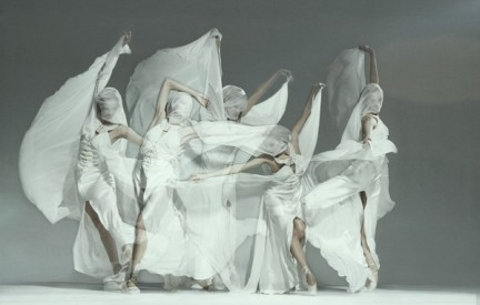 jan masny photgraphy ballet 8 600x381 Monochromatic Ballet Squad by Jan Masny