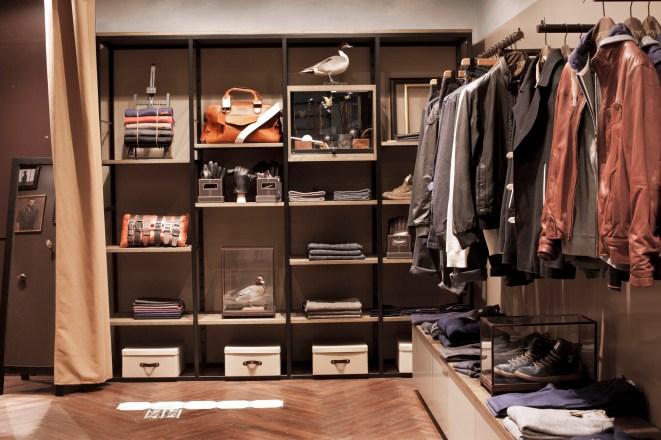 Fond du magasin, mobilier accessoire modulaire