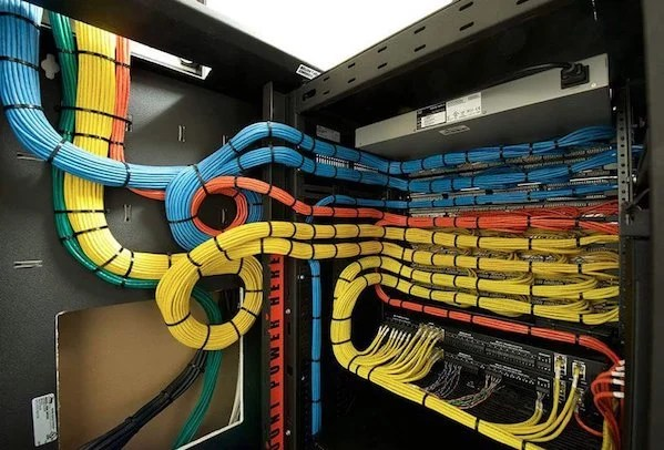Eyegasm: 14 Awesome Cable Management Moment Of Zen