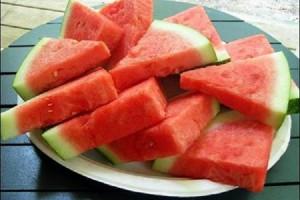 Buah-semangka-segar