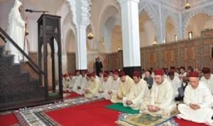 sholat-jumat-di-maroko-yang-diikuti-raja-mohamed-vi-_130528063350-129