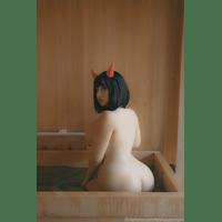 20200409-30577377-Oni_Bathtime_Swipe_for_a_nudie_Should_I_post_an-rbkp2VQu.jpg