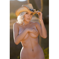 NakedCowgirl_06-BD1qSY-zeZkYNoC.jpg