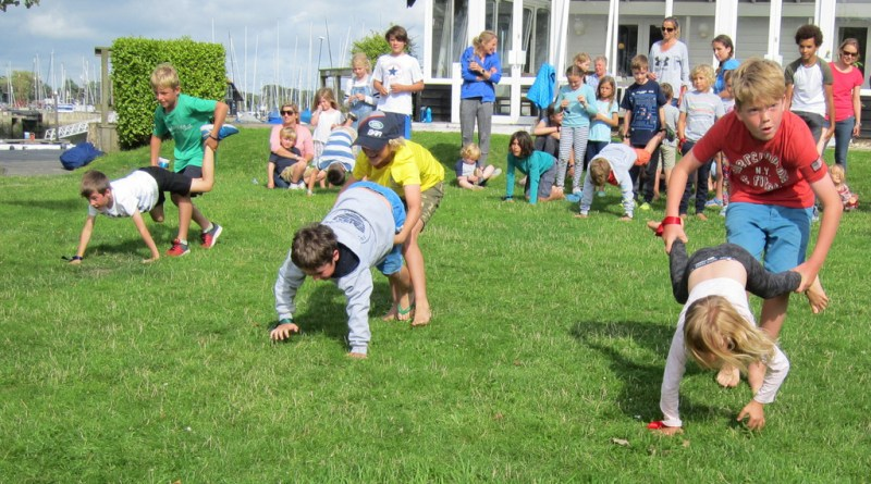 Dinghy Week 2017 – Day 1 ends with games on the lawn.