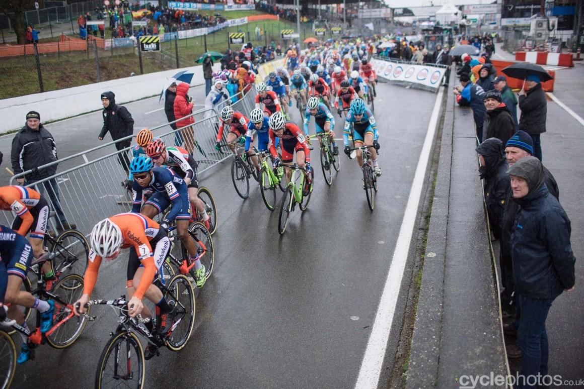 2016-cyclephotos-cyclocross-world-championships-zolder-110015-junior-start