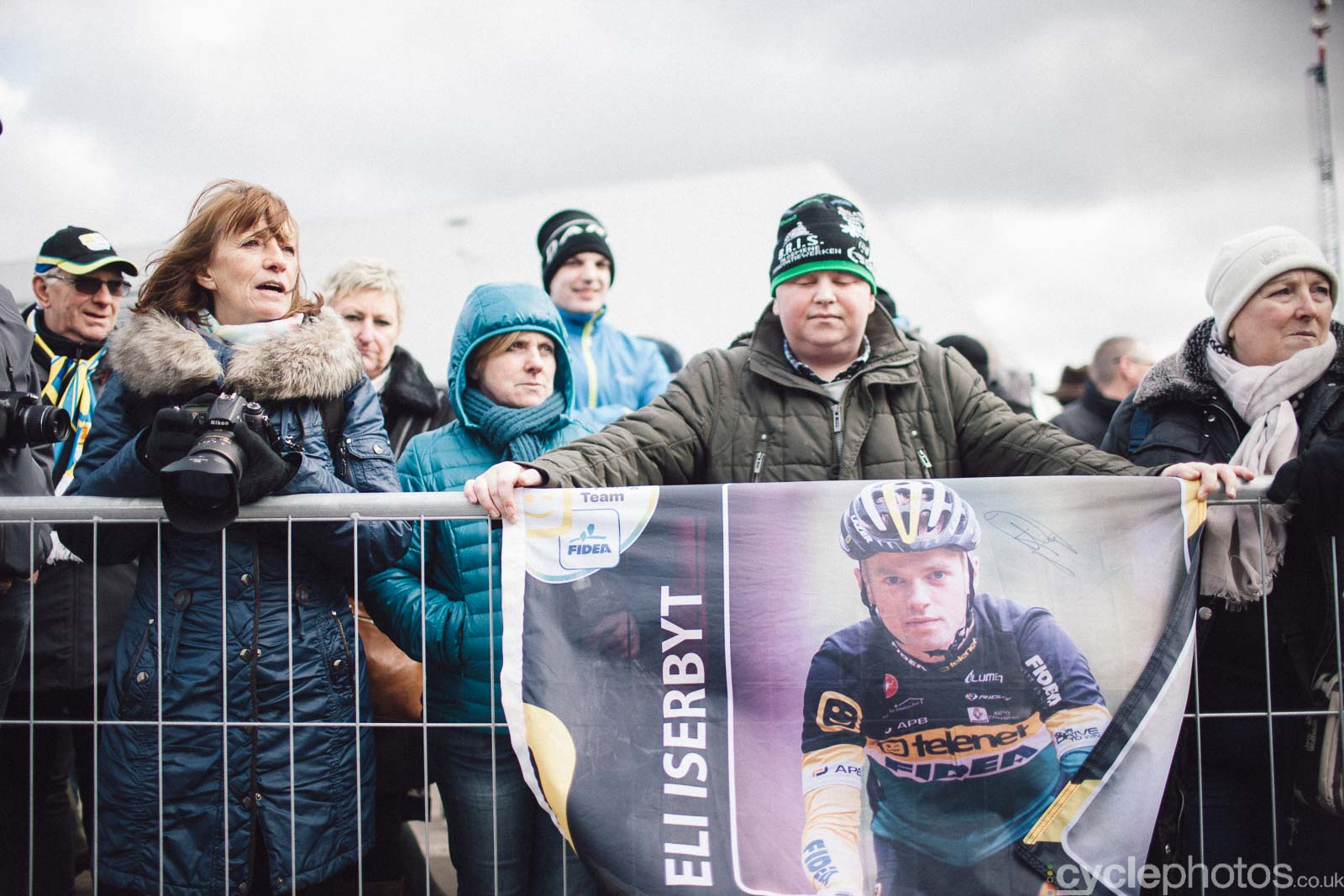 2016-cyclephotos-cyclocross-hoogstraten-131108-eli-iserbyt-supporters