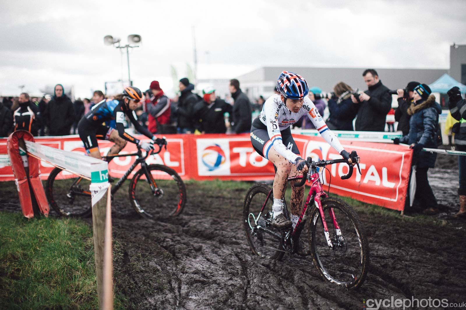 2016-cyclephotos-cyclocross-hoogstraten-135035-nikki-harris