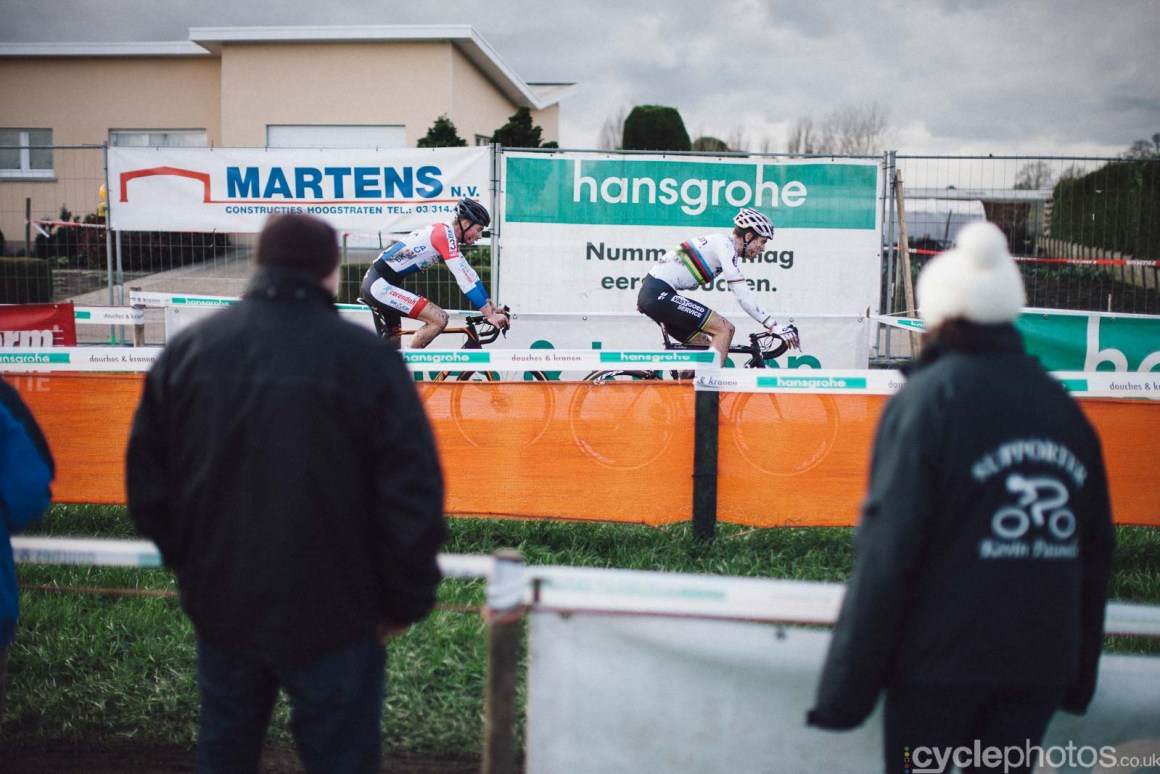 2016-cyclephotos-cyclocross-hoogstraten-152108-mathieu-wout