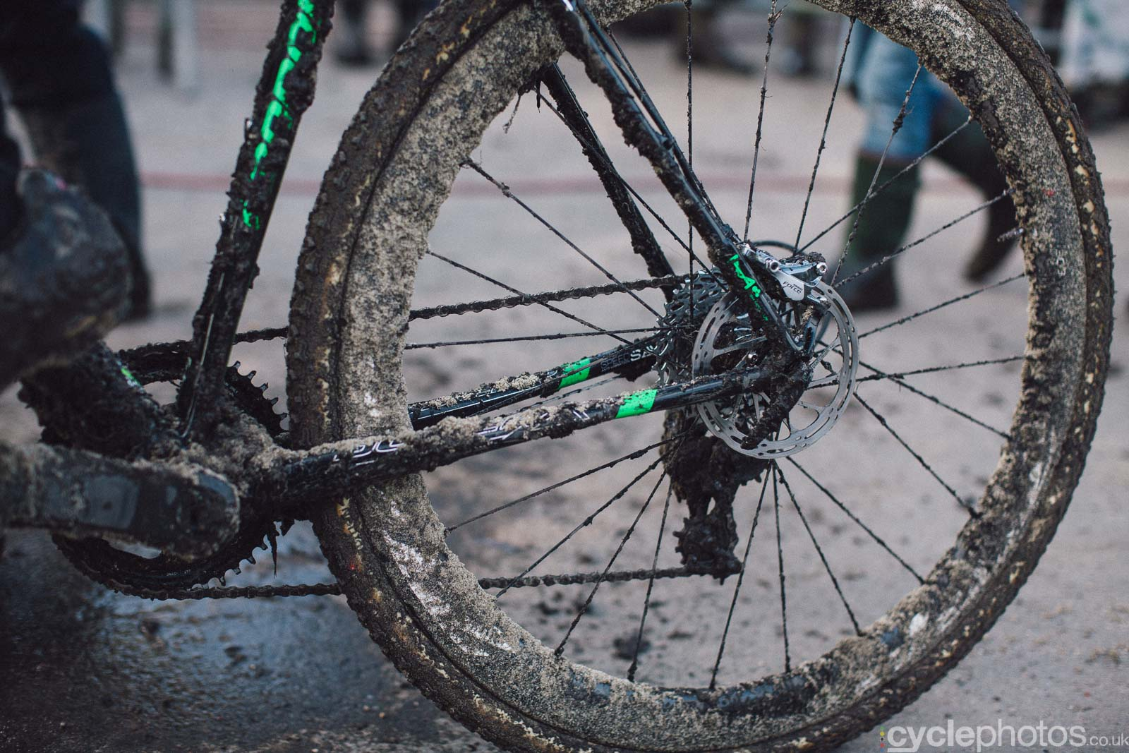 2016-cyclephotos-cyclocross-hoogstraten-160811-cake-mud-sand